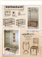 pakabos, kušetės, stovai gelems, geliu stovas, baldai iš metalo, metaliniai baldai, dirbiniai iš metalo, interjeras, interjero detalės, metalines zvakides, įrankiai prie židinio, stalas,